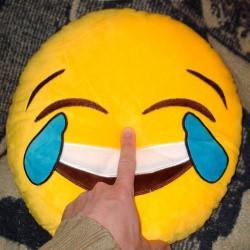 Декоративная плюшевая подушка смайлик «Ржу - не могу».