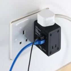 Универсальный адаптер на все типы розеток со встроенный Wi-Fi роутером и парой USB