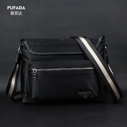 Мужская сумка темносинего цвета из водоотталкивающей ткани.