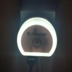 Alfawise HTV - 777 - ночник с датчиком освещения и 2*USB